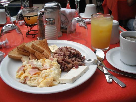 هوتل موزونتي: Desayuno 
