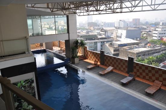 Best Western Mangga Dua Hotel and Residence: La piscina
