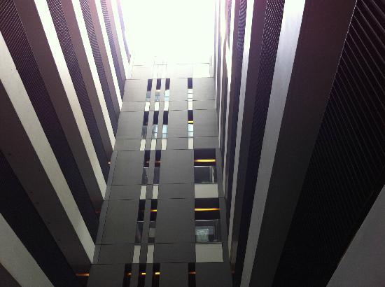 Hansar Bangkok Hotel: Corridor