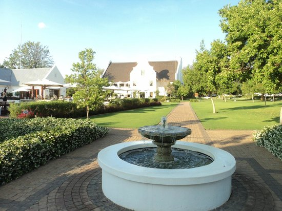 Kievits Kroon: Amazingly well kept green gardens