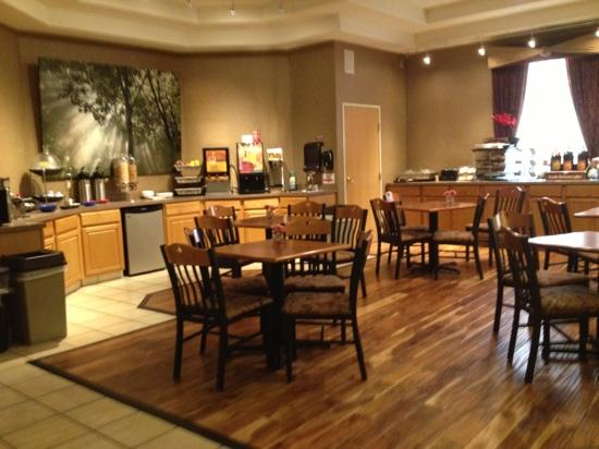 Best Western Plus Des Moines West Inn & Suites: breakfast area