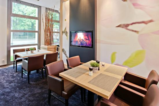 BEST WESTERN Amedia Hamburg: Restaurant Lounge Area