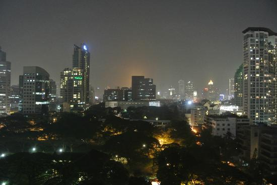 Bliston Suwan Park View: The night view from my balcony (room 1411)