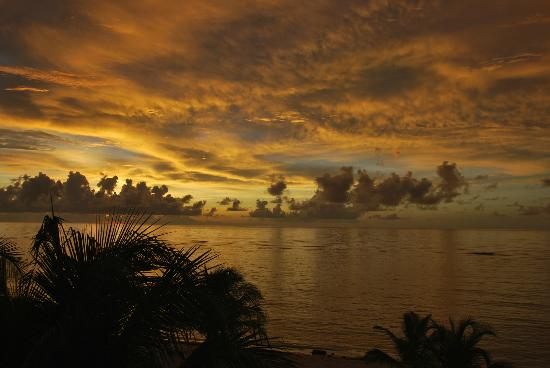 Bodden Town, Grand Cayman: Sunset from Apartment 7 of Turtle Nest Inn