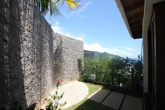 Villas de Jardin: Outdoor shower with a view