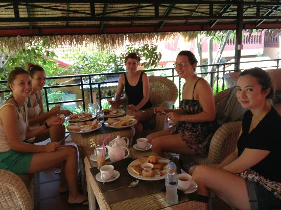 Lux Guest house: have breakfast
