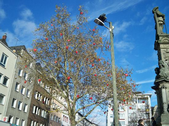 Maritim Hotel Koeln: Some Festival hearts in a tree