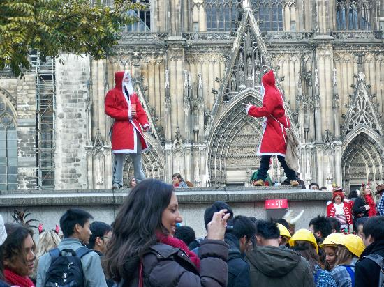 Maritim Hotel Koeln: Some drunken Santas at the Koln Festival