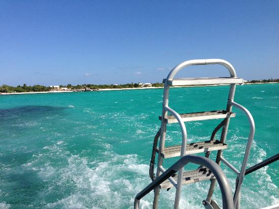 Pirates Point Resort: View from back of the boat-Let's go Diving!