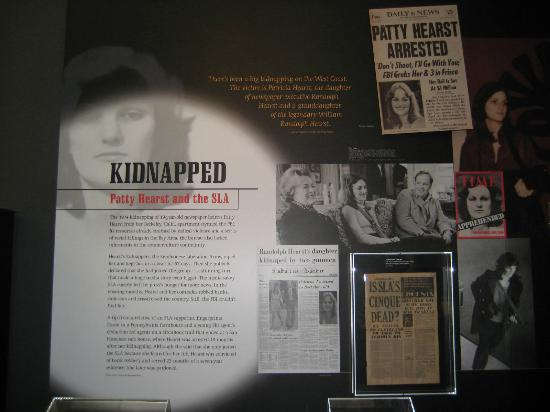 Museum Berita Newseum: Patty Hearst Exhibit