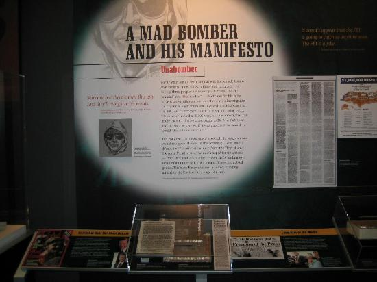 Museum Berita Newseum: Unabomber exhibit which includes his actual cabin