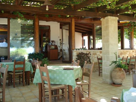 Adam - Rooms for Rent: taverna