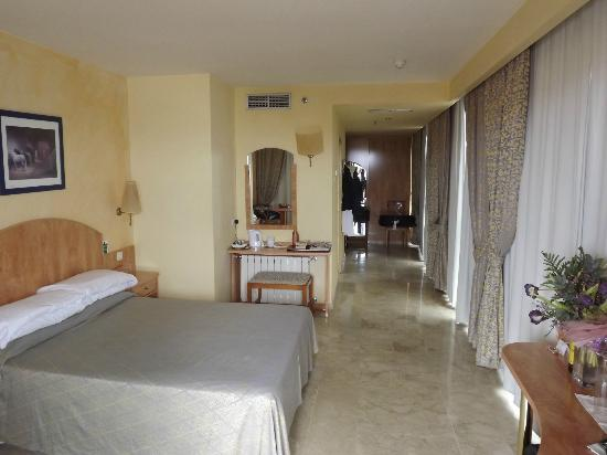 Yaramar Hotel: Double bedroom with en-suite