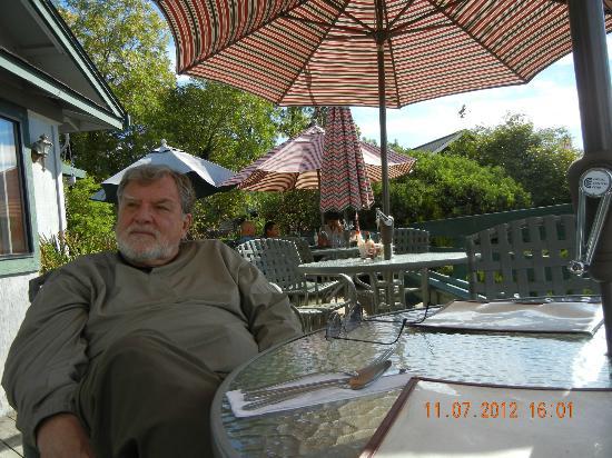 LA Casona Del Cielo: Sitting on the patio in the sun in November!