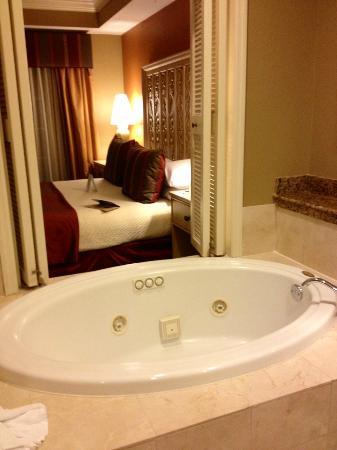 Bellasera Resort : Bed and Bath