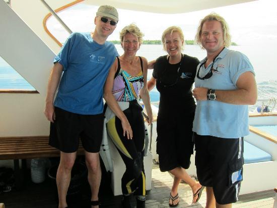 Kuda Funafaru Resort and Spa: Leitung Tauschule mit Gästen (links)
