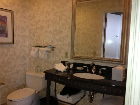 Renaissance Pittsburgh Hotel: Bathroom