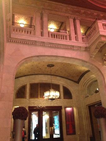 Renaissance Pittsburgh Hotel: Entryway