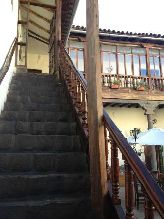 Unaytambo Hotel: Climbing up the stairs should be done on a slow pace