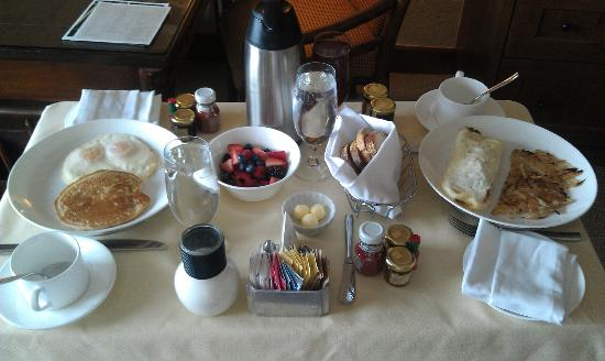 The Ritz-Carlton, Bachelor Gulch: Room Service!