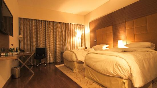 Country Inn & Suites by Carlson - Gurgaon, Udyog Vihar : Bedroom at Country Inn & Suites