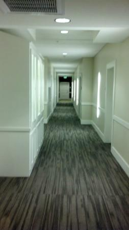 Hotel Parq Central: 3rd floor hallway