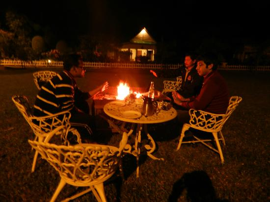 United 21 Grassland Resorts: cottage , bonfire