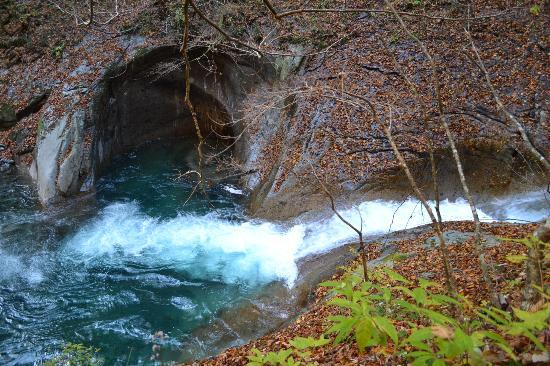Nishizawa Canyon: 母胎淵(甌穴)