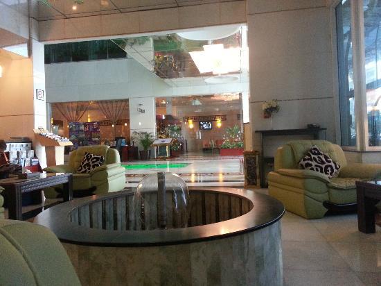 Golden Tulip Thanyah Hotel Apartments: lobby