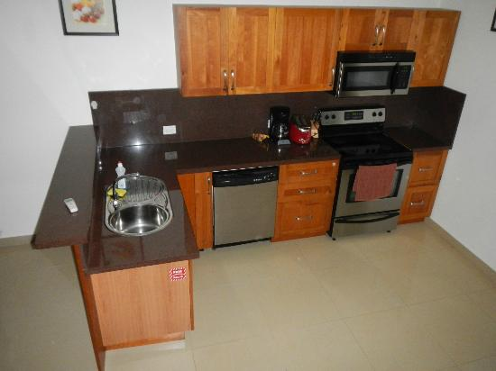 Aruba Breeze Condominium: Kitchen