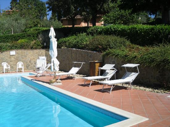Villa Il Borraccio: Solarium presso la Piscina all'aperto