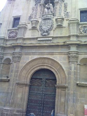 Iglesia de Santo Domingo: La fachada de la plaza de Romea. Foto: Elo Durán