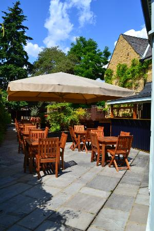 The Victoria: Walled garden with outdoor kitchen