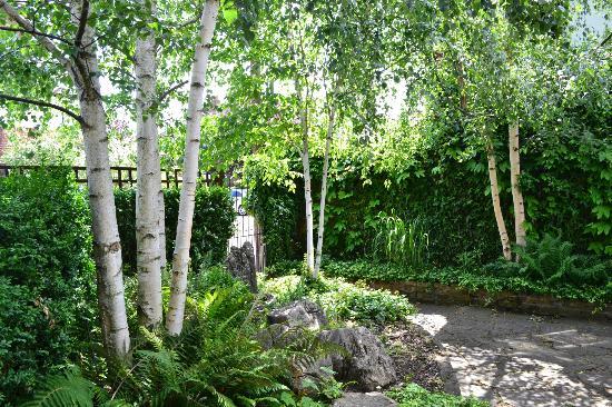 The Victoria: Garden entrance