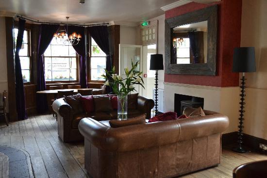 The Victoria: Bar lounge