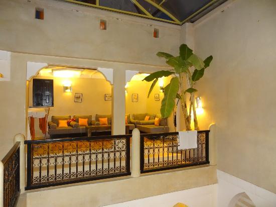 Riad Alnais: Salon détente à l'étage