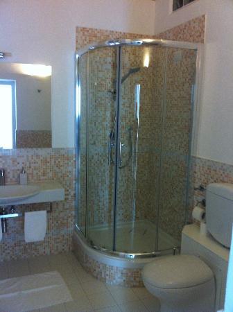 La Finestra sul Colosseo B&B: Bathroom Shower