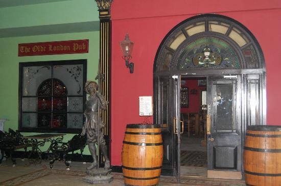 Sandals Grande St. Lucian Spa & Beach Resort: Our favorite Pub