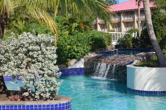 Sandals Grande St. Lucian Spa & Beach Resort: Waterfall by activity pool