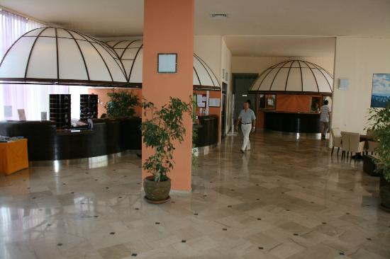Holiday Hotel: Hall d'entrée