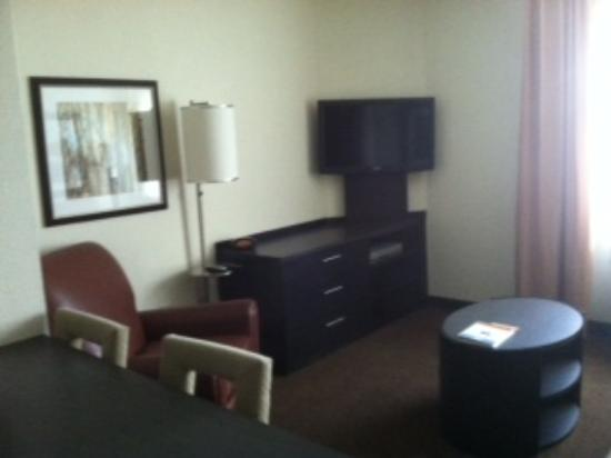 Candlewood Suites - Nanuet: Living/Dining Room