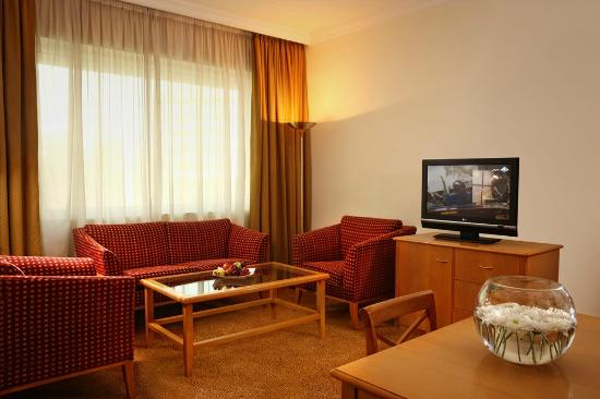 Swiss-Belhotel Sharjah : Living Room