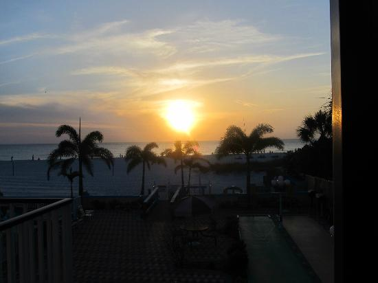 Plaza Beach Hotel - Beachfront Resort: Sunset