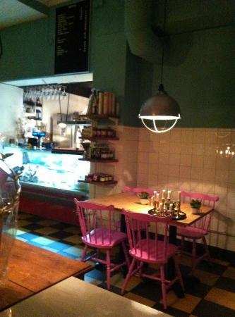 Delicerano Restaurant & Bar : Restaurant with kitchen