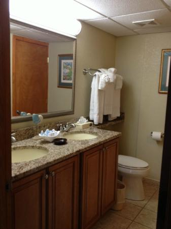 Beach Cove Resort: Bathroom