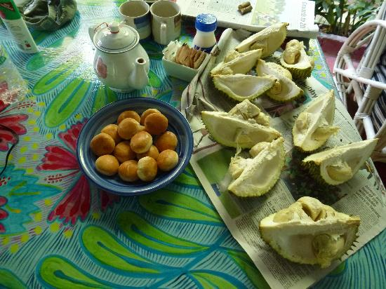 Tiger Rock: Trying durian - a local fruit with the aroma of smelly drains!