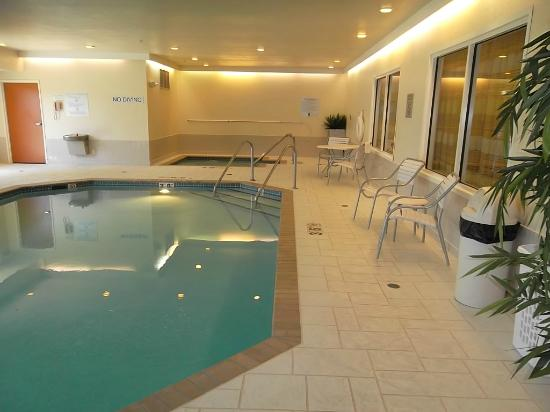 Fairfield Inn & Suites Beloit: Indoor Pool and Hot Tub