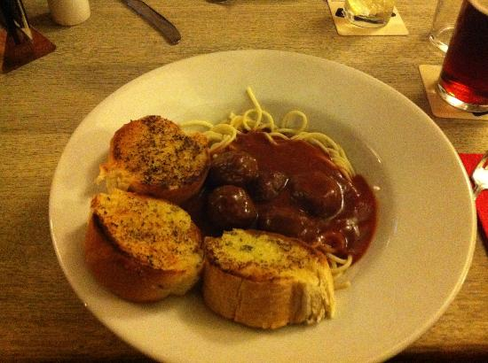 The Crossways Inn: Spaghetti meatballs