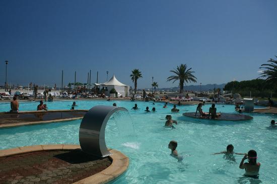 Marina d`Erba Rossa : piscine (sur la plage)