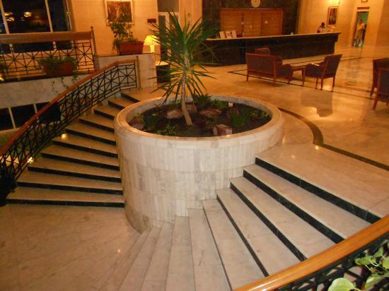 El Mouradi Djerba Menzel: l'escalier central